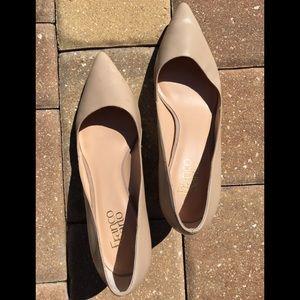 Leather nude kitten heels 👠